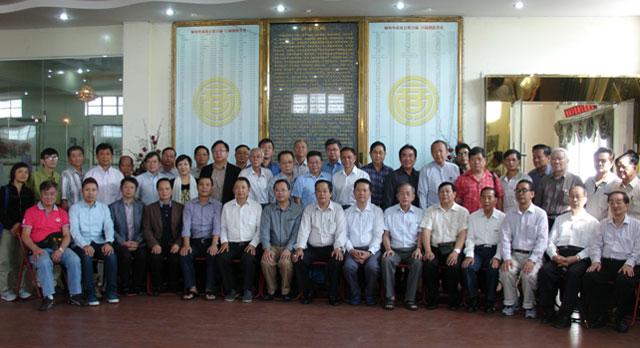 缅甸华商商会理监事们与澳门商业考察团合影留念