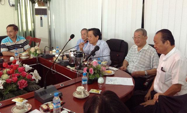 缅甸华商商会热烈欢迎爱缅基金会秦荣华主席为首的一行(15)位访缅代表团
