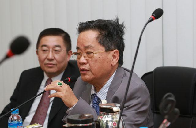中国侨联乔卫副主席一行到缅甸中华总商会并与华商举行座谈