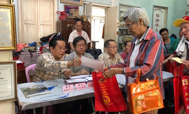缅甸中华总商会向缅华慈善会捐款80万元