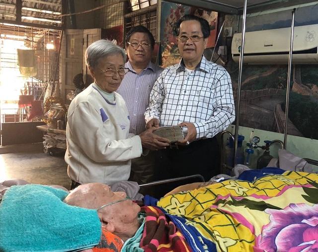 缅甸中华总商会、仰光华助中心向赖保罗先生发放300万元慰问金