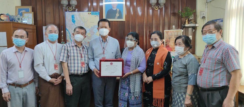 缅甸中华总商会向仰光省新德贡镇(东区)西萨业基拉纳养老院和仰光人民医院 捐赠抗疫资金